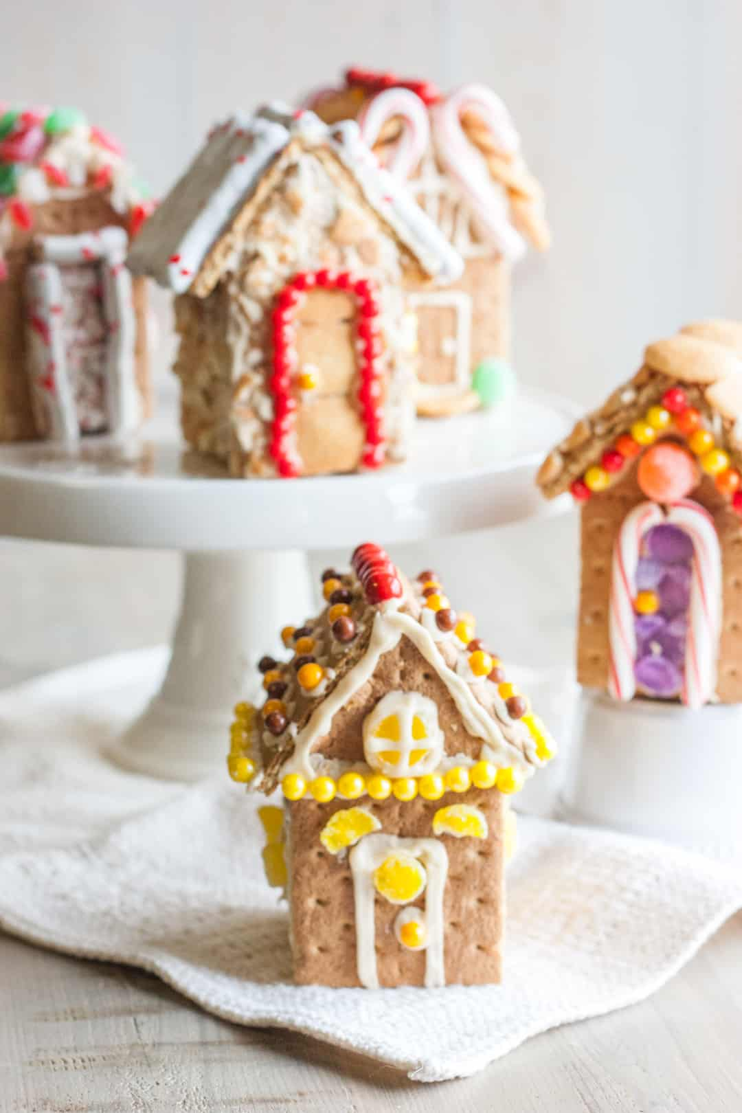 Mini graham cracker houses