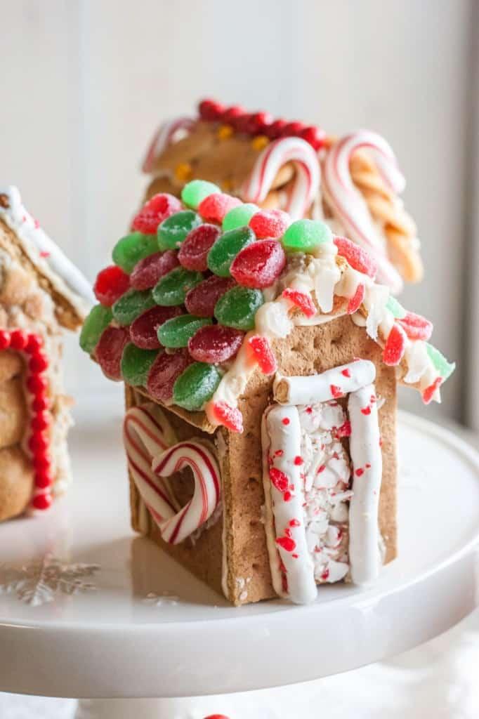 The cutest mini graham cracker houses