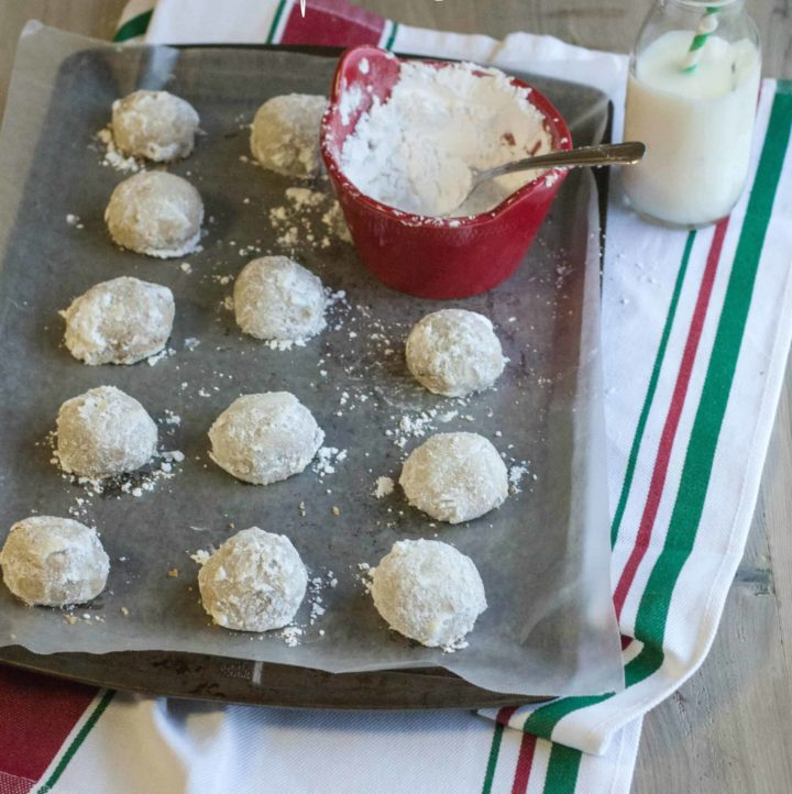 5-ingredient-toasted-pecan-snowball-christmas-cookies