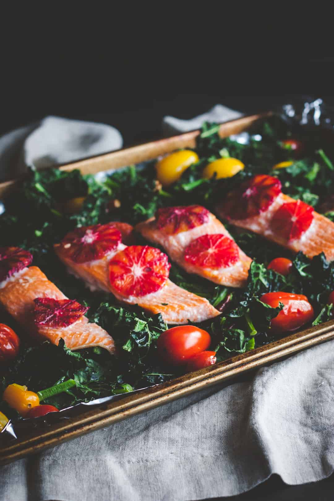 One pan salmon and kale recipe, one pan healthy dinner recipe, salmon and kale salad sheet pan supper recipe, salmon detox salad recipe
