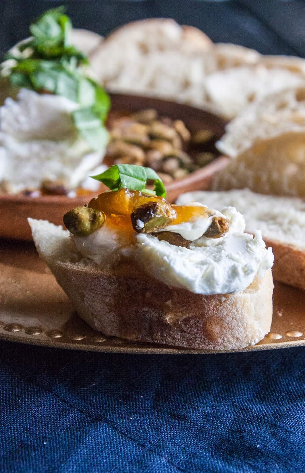 How to make the best appetizer with raw honey and goat cheese