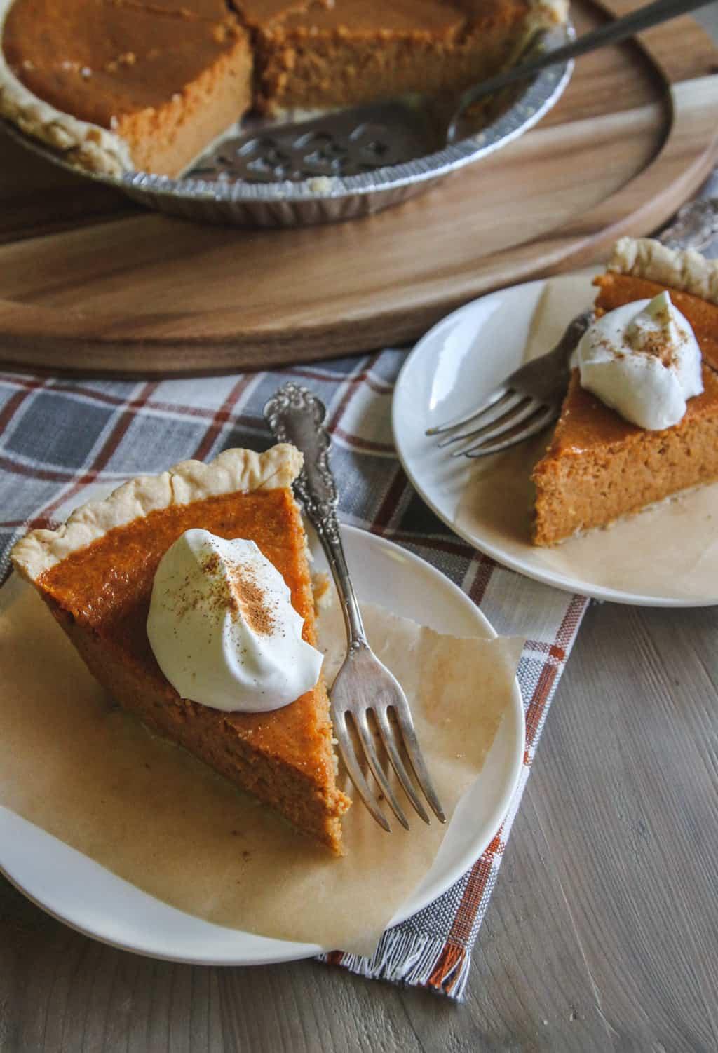 Thanksgiving pumpkin pie recipe from @sweetphi