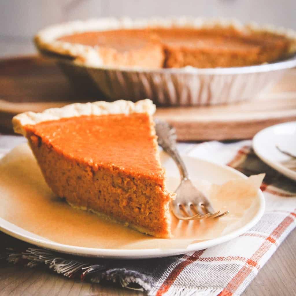 Easy 5 ingredient Thanksgiving pumpkin pie from @sweetphi