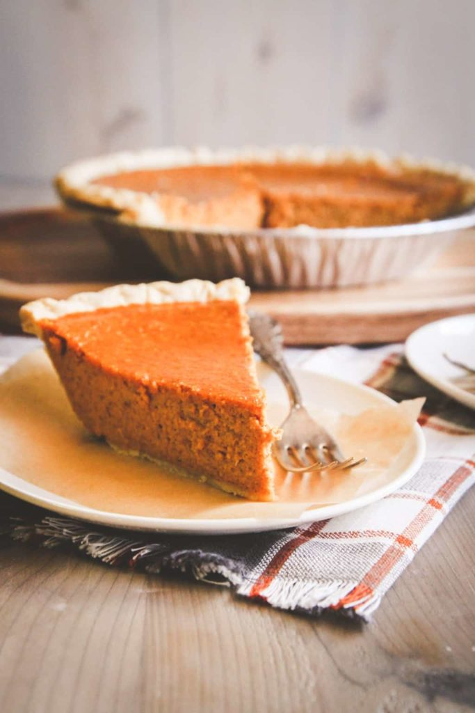 Easy 5 ingredient Thanksgiving pumpkin pie