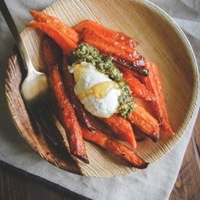 Roasted carrots topped with pesto quark and honey from @sweetphi