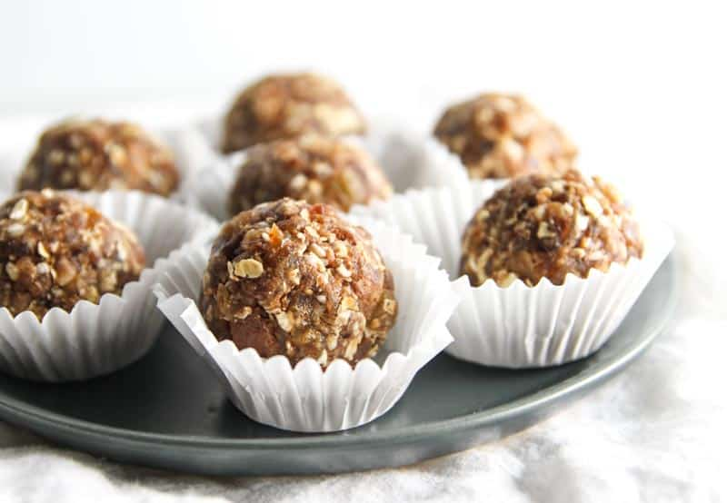 Healthy snack no bake oatmeal cookie energy bites