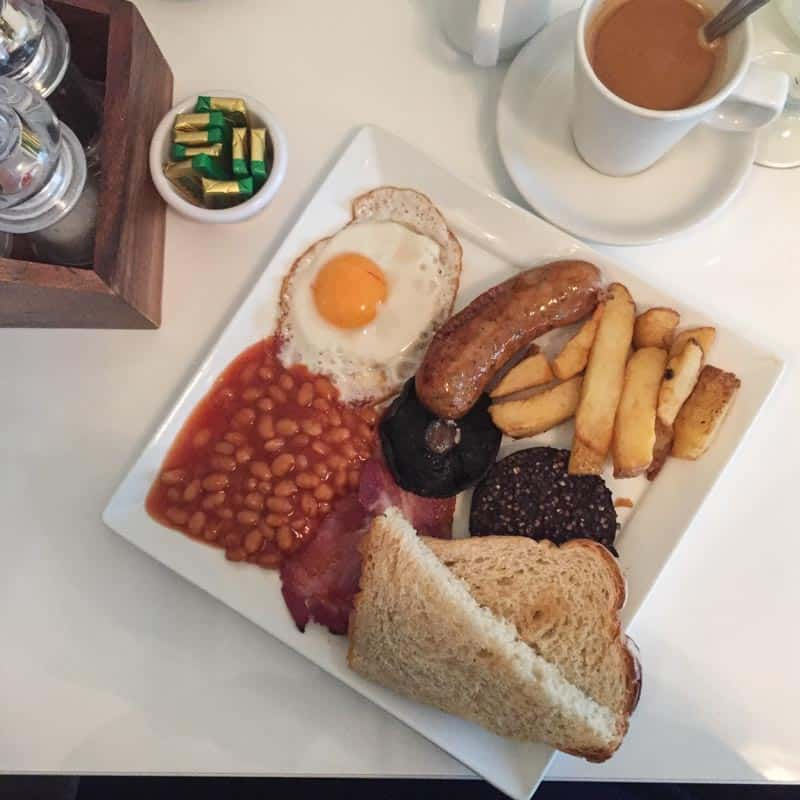 Full Irish breakfast and a guide of dublin