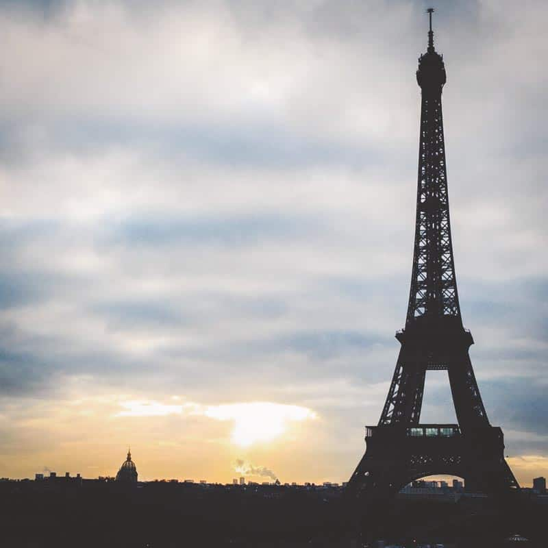 How to hire a photographer while traveling in Paris