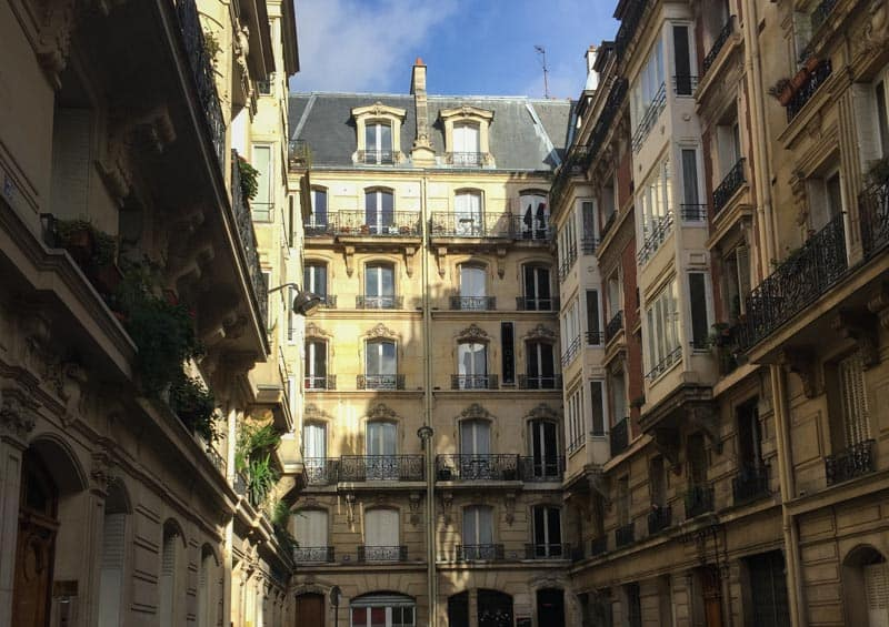 Exploring in the heart of the FAubourg Montmartre neighborhood!