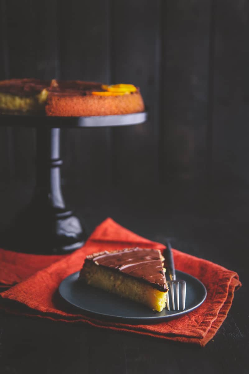 The most delicious 5 Ingredient cake is this chocolate almond orange cake