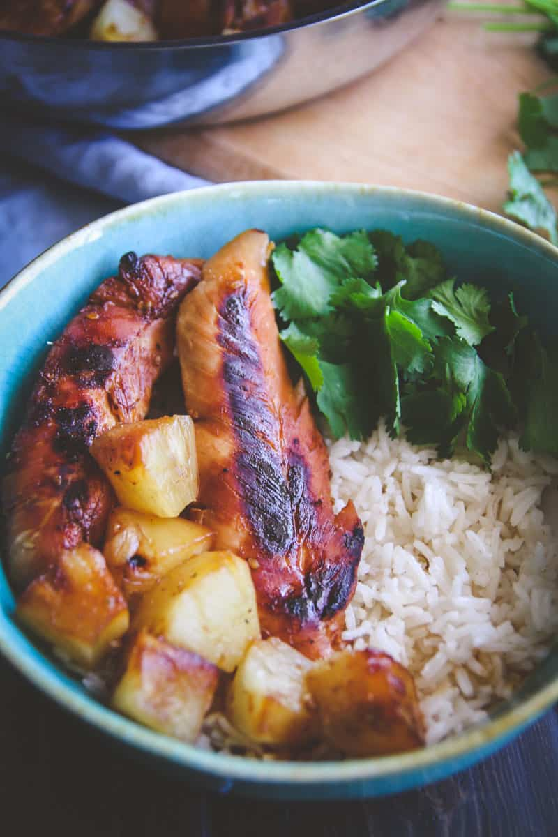 The most amazing and tasty 5 ingredient Hawaiian chicken and rice bowls