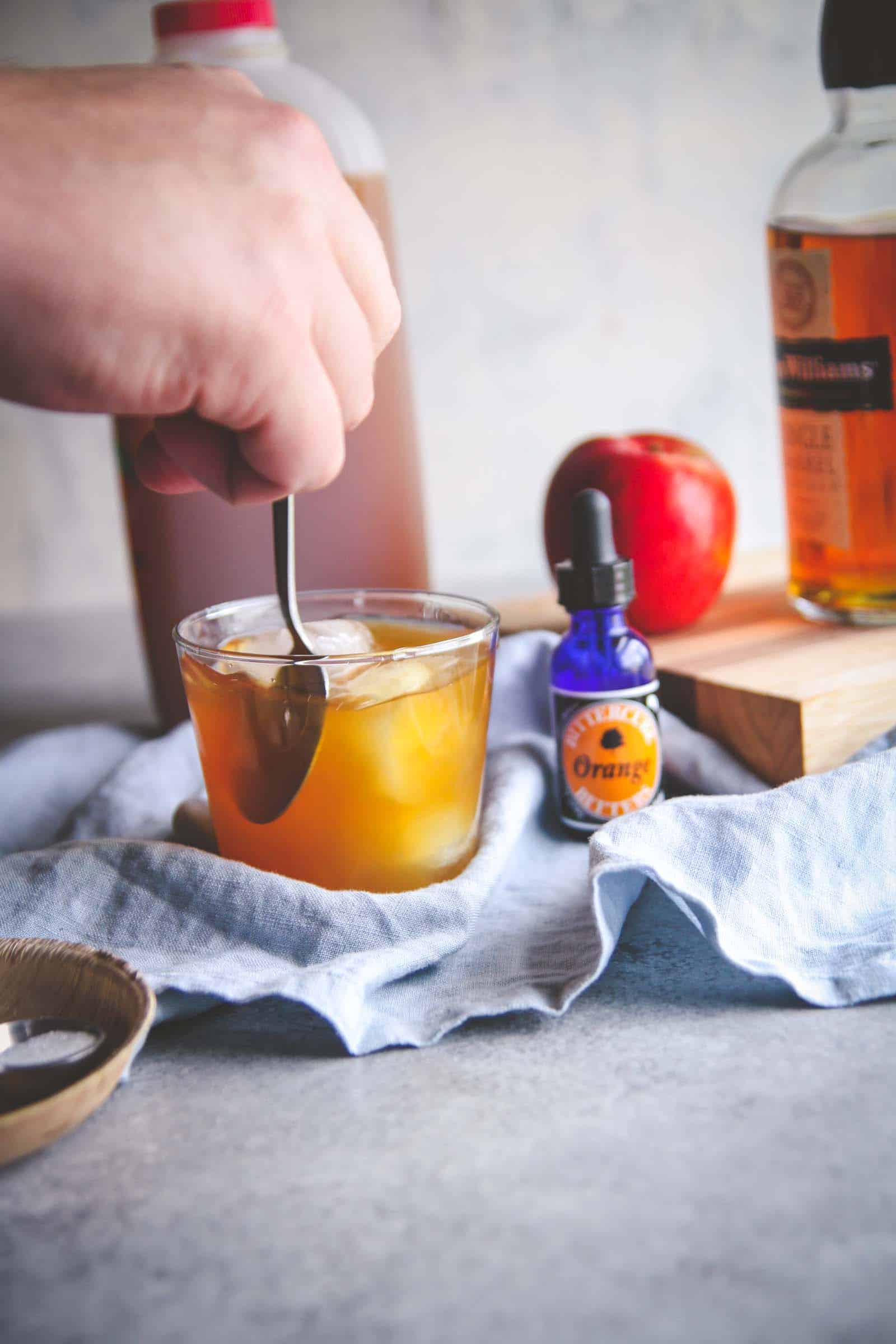 How to make the best apple cider old fashioned cocktail recipe