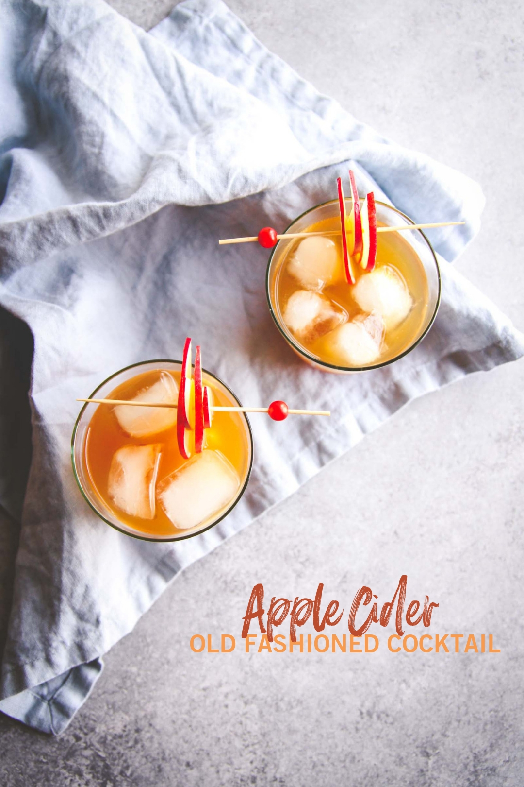 5 ingredient apple cider old fashioned cocktail recipe. Fall cocktail recipe from @sweetphi