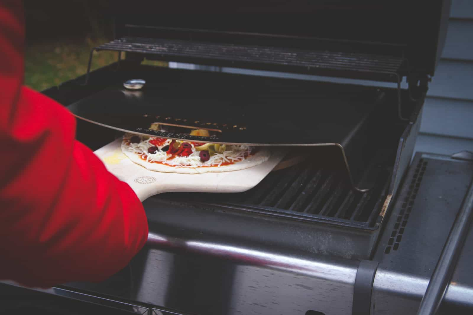 The most delicious grilled pizza with KettlePizza Gas Pro