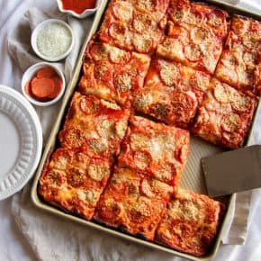 Sheet pan pizza recipe, sheet pan pizza recipe, pepperoni sheet pan pizza