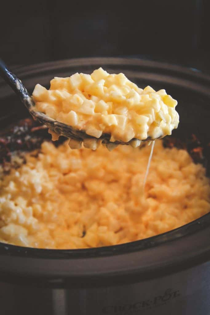 The best 5 ingredient crockpot cheesy potatoes side dish