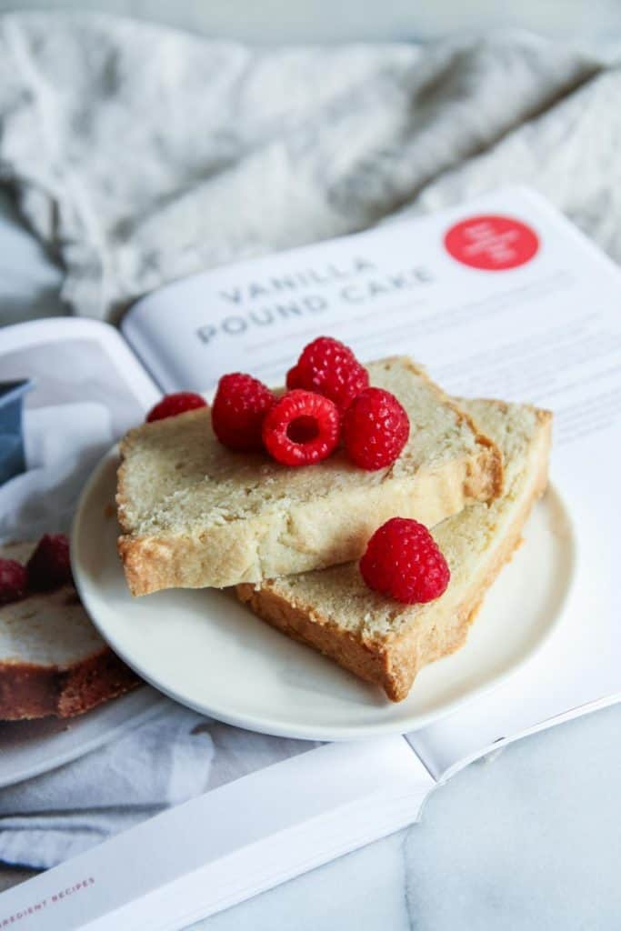 The best ever 5 ingredient pound cake