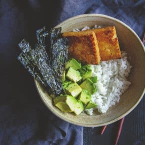 5 ingredient vegetarian sushi bowls made with tofu, easy vegetarian dinner recipe