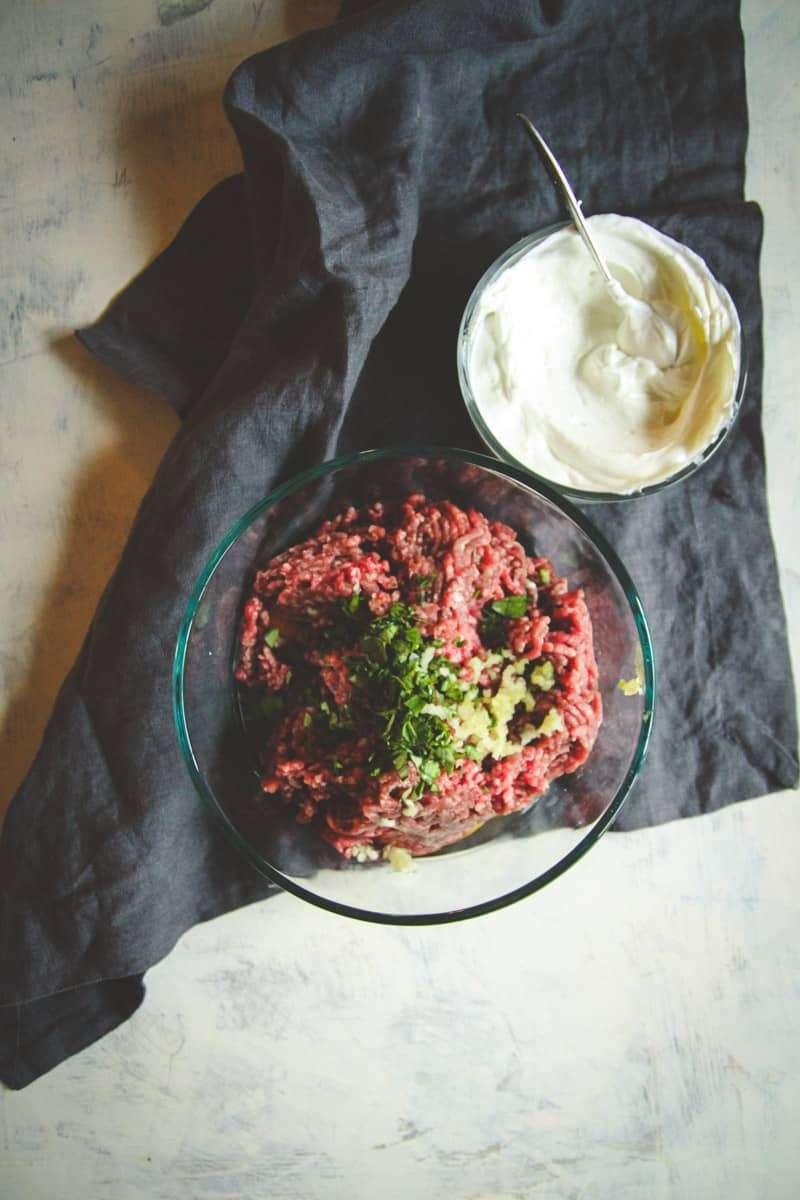 How to make lamb meatballs with yogurt sauce