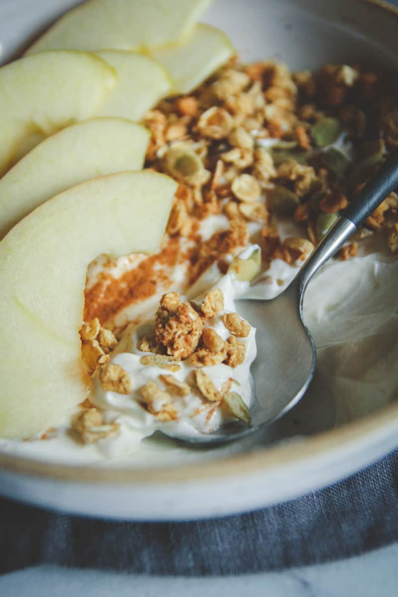 Healthy Greek yogurt breakfast bowls recipe