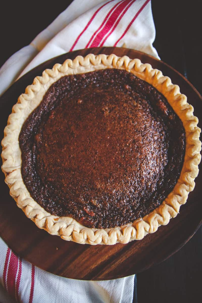 5 ingredient brown sugar pie, perfect for a friendsgiving recipe, easy Thanksgiving pie recipe