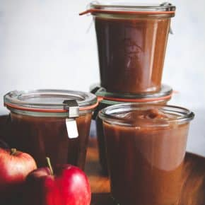 5 ingredient slow cooker apple butter - easy apple butter recipe made in a crockpot