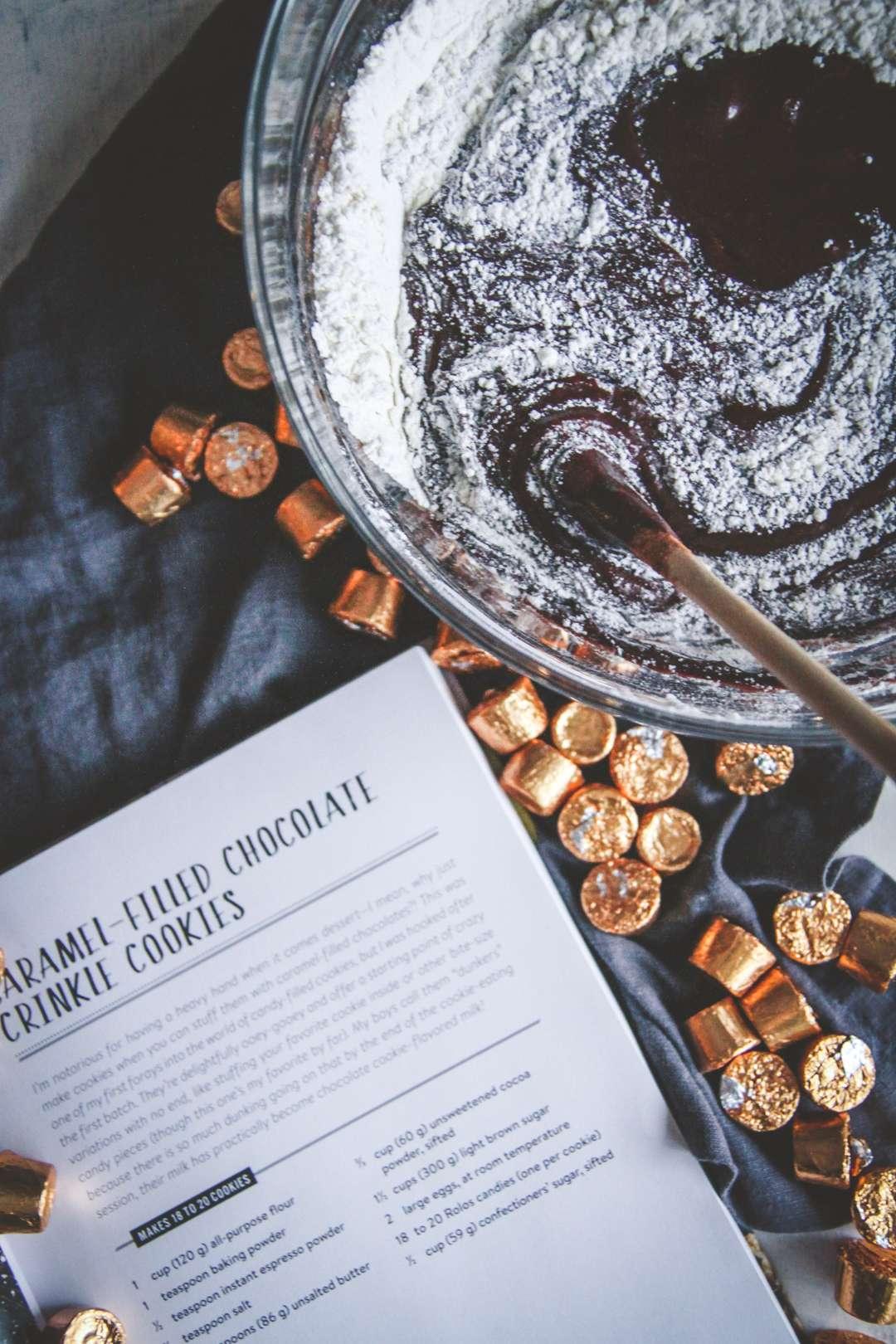 chocolate rolo stuffed crinkle cookie recipe, chocolate caramel filled cookies