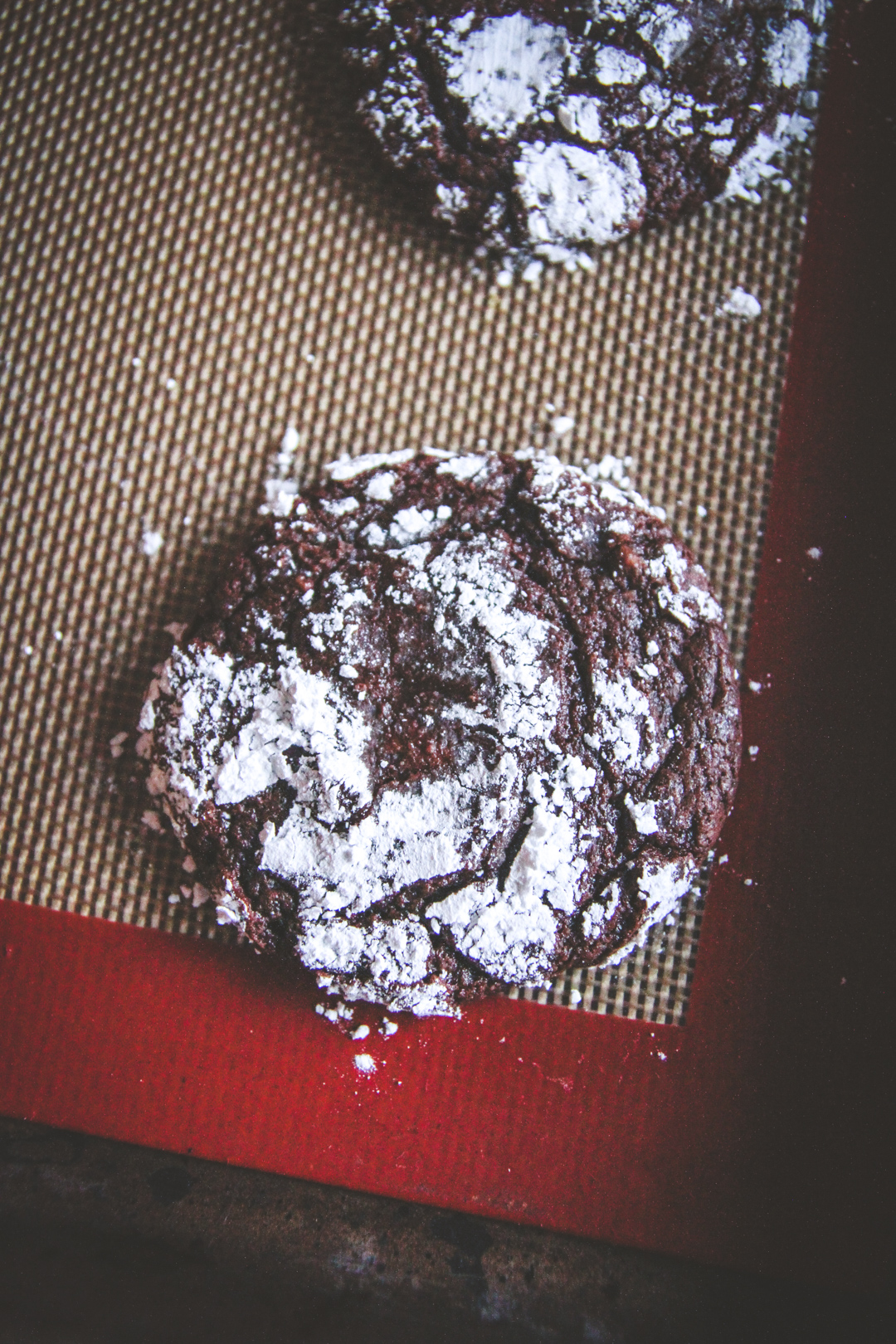 chocolate rolo stuffed crinkle cookie recipe, chocolate caramel filled cookies
