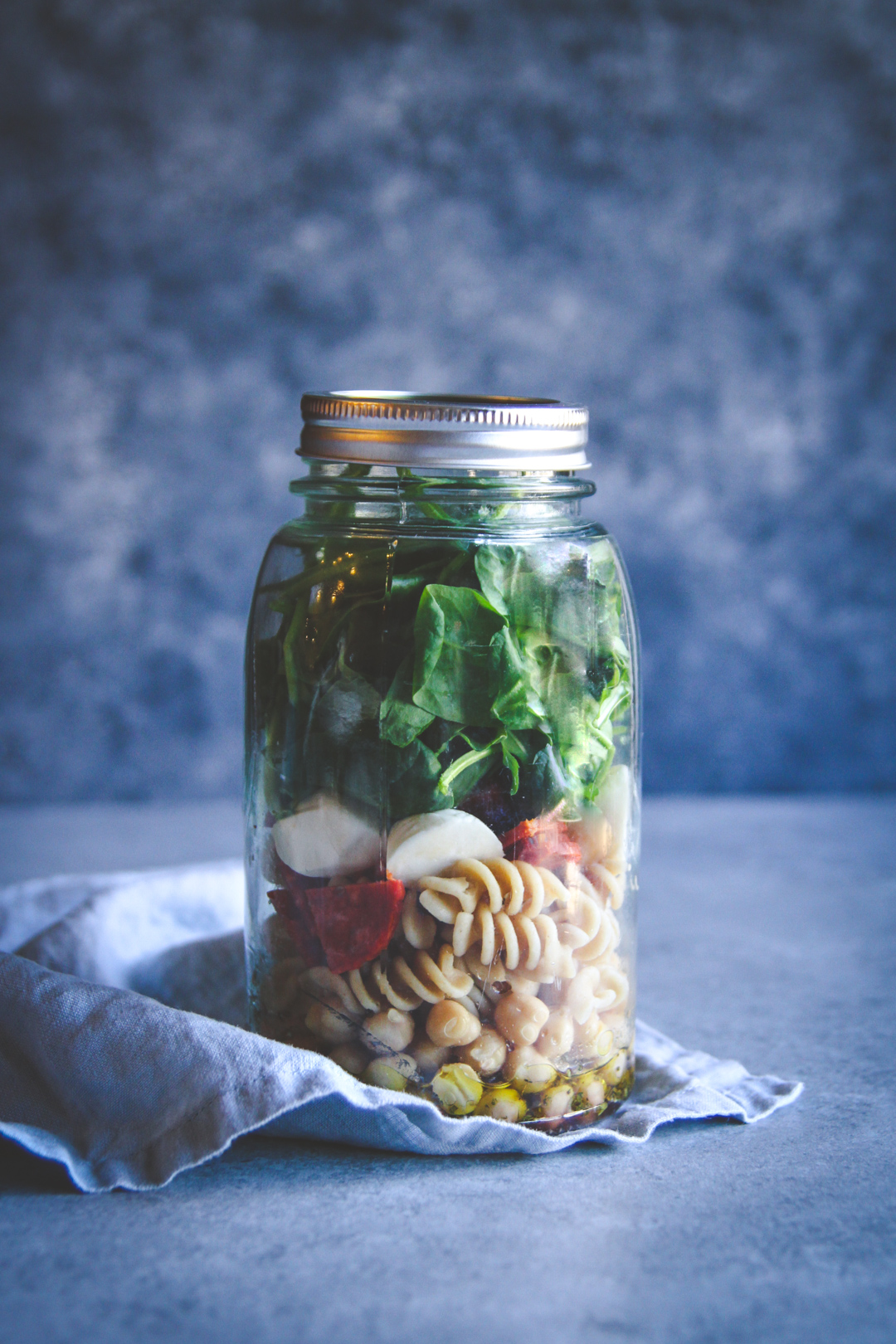 Easy healthy lunch recipe, pepperoni pasta salad lunch recipe, salad in a mason jar, salad in a jar recipe
