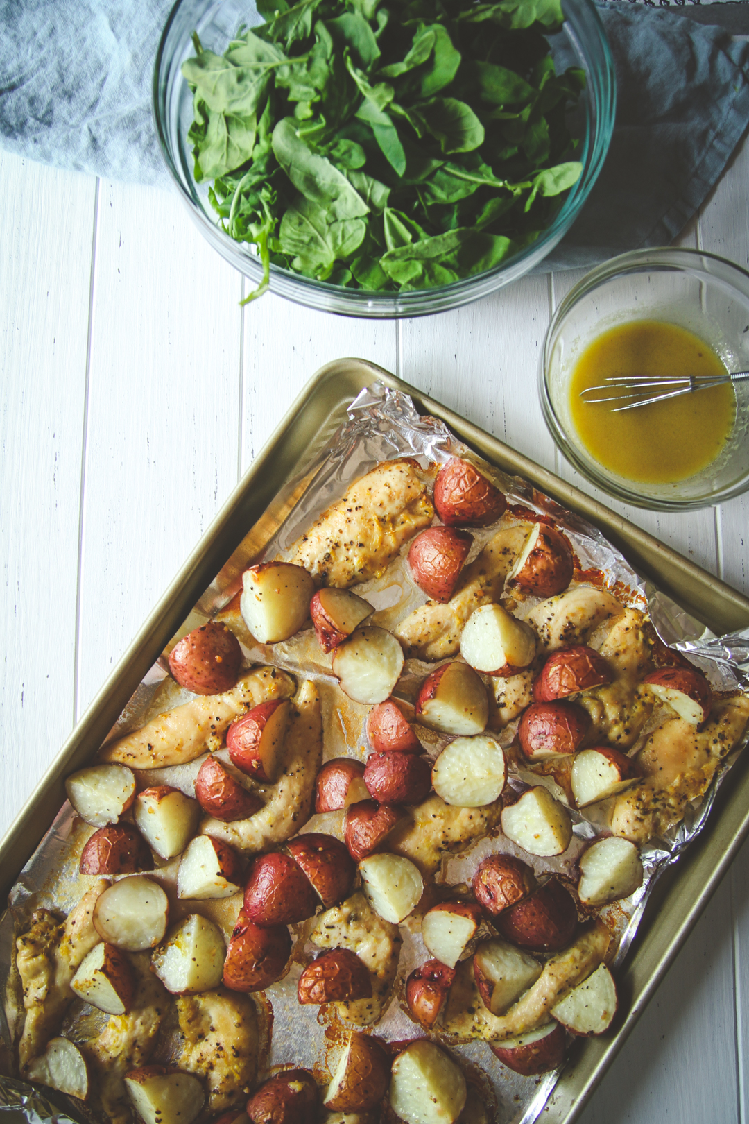 Arugula salad with chicken and potatoes, sheet pan chicken potato arugula recipe, easy one pot chicken dinner recipe, simple and filling chicken and arugula salad recipe, chicken potato arugula salad with a lemon dressing