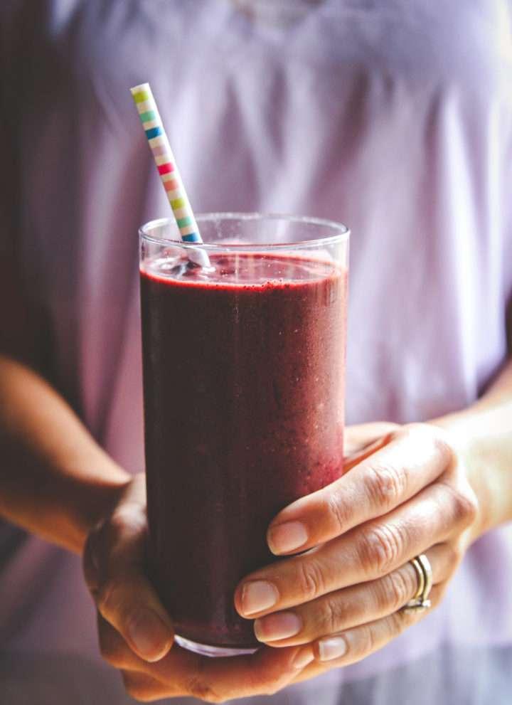 Cherry berry chocolate protein breakfast smoothie, 5 ingredient breakfast, easy smoothie recipe, healthy cherry smoothie recipe