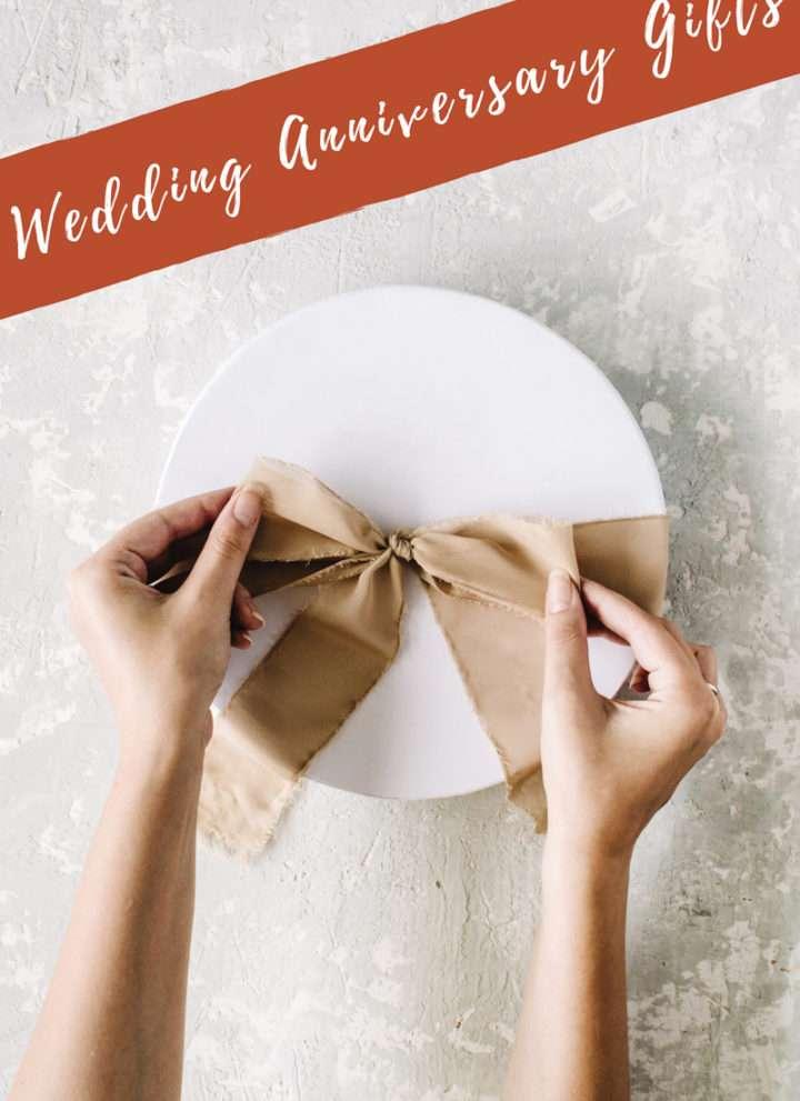 Wedding anniversary gifts, wedding anniversary gift traditions, wedding anniversary gift ideas