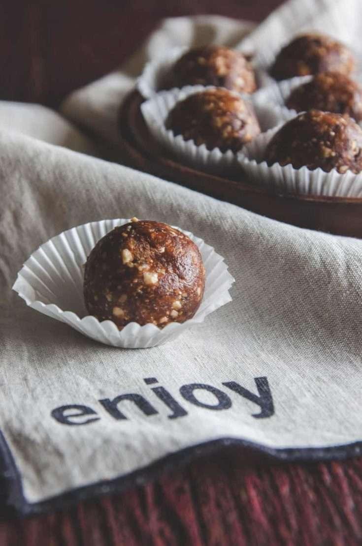 3 Ingredient chocolate hazelnut date energy bites