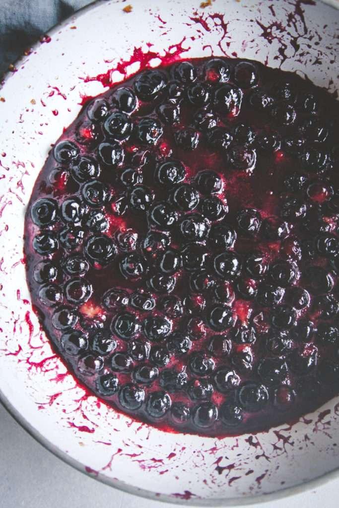 5 ingredient stovetop blueberry crisp dessert, blueberry crisp recipe, easy dessert recipe, 5 ingredient dessert, 5 ingredient blueberry crisp, blueberry dessert recipe