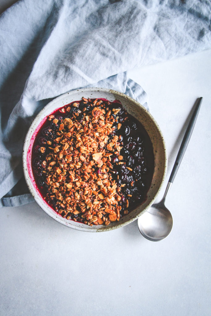 The best 5 ingredient stovetop blueberry crisp dessert
