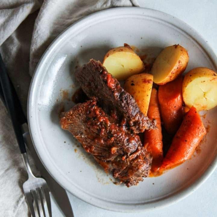 Slow Cooker beef pot roast in a fire roasted tomato sauce, slow cooker tomato pot roast, fire roasted tomato roast, slow cooker pot roast, easy slow cooker beef roast recipe