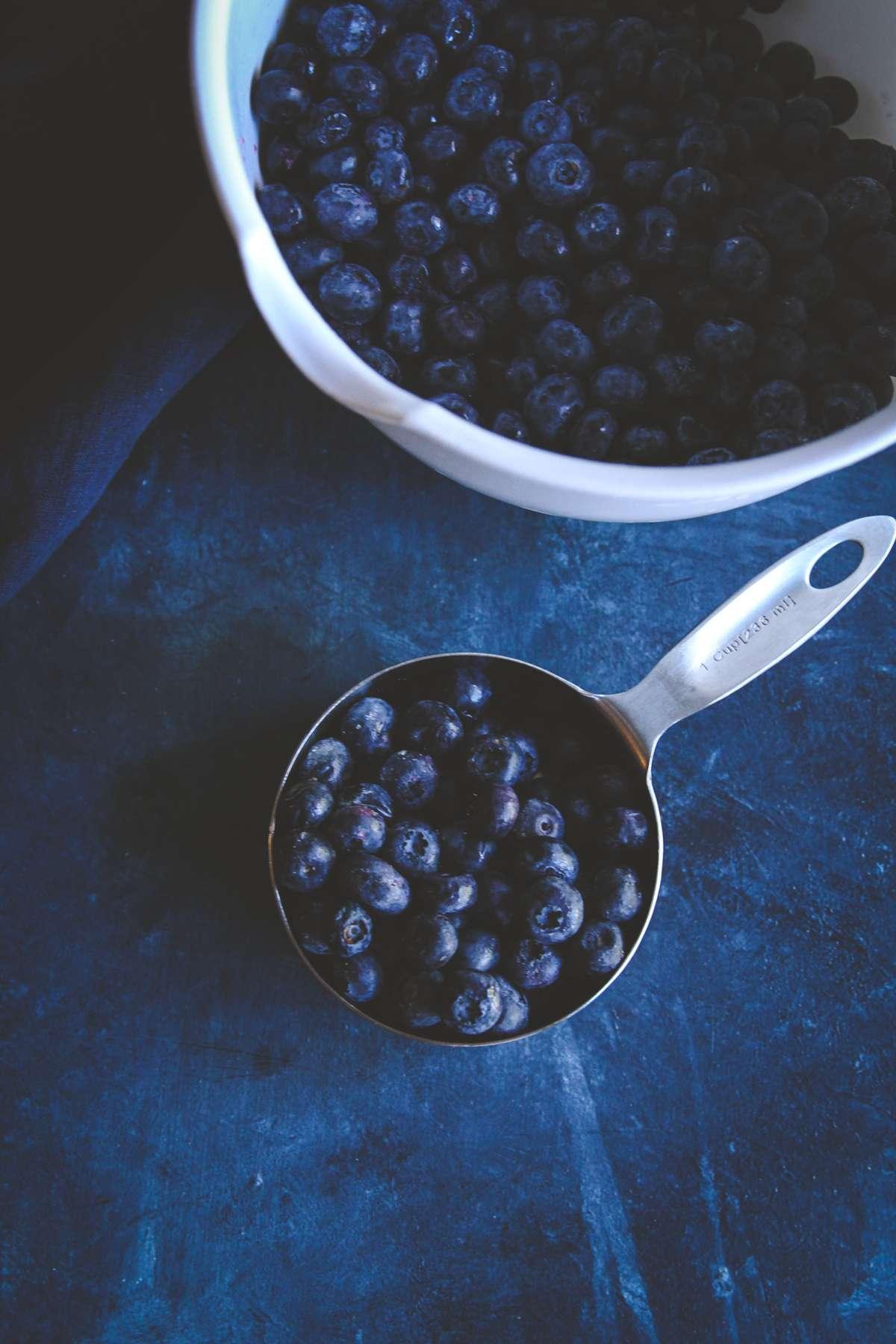 blueberries for 5 ingredient blueberry pie