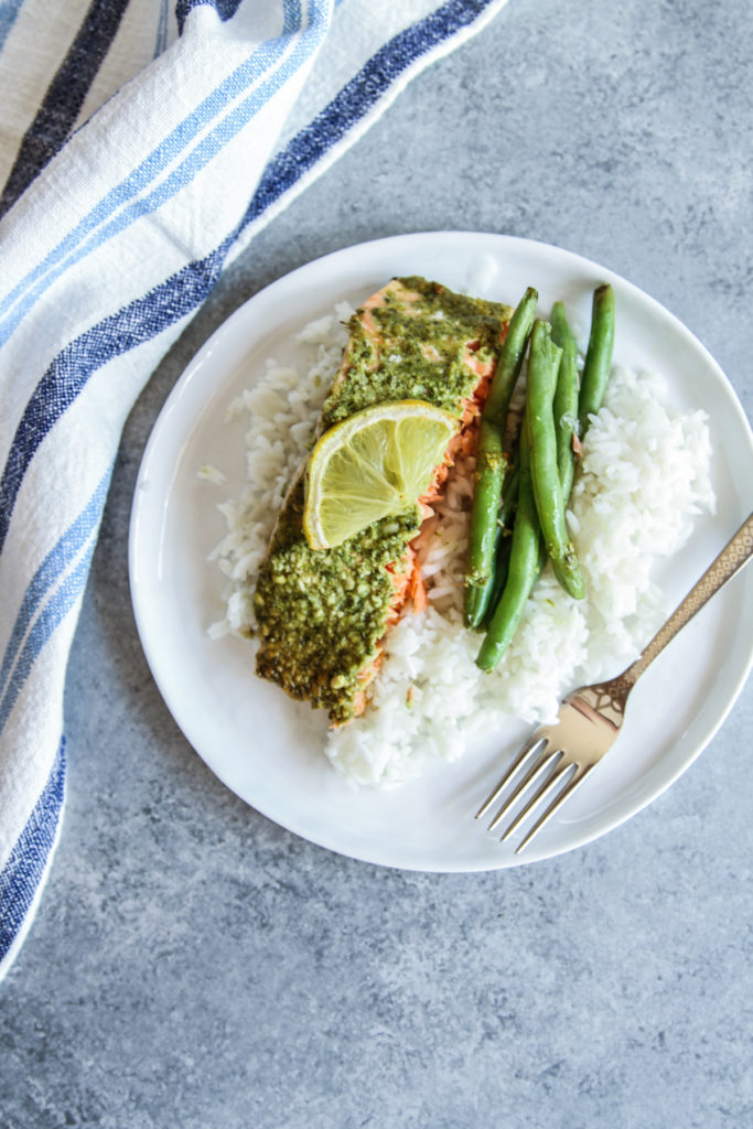5 ingredient pesto salmon with rice and green beans