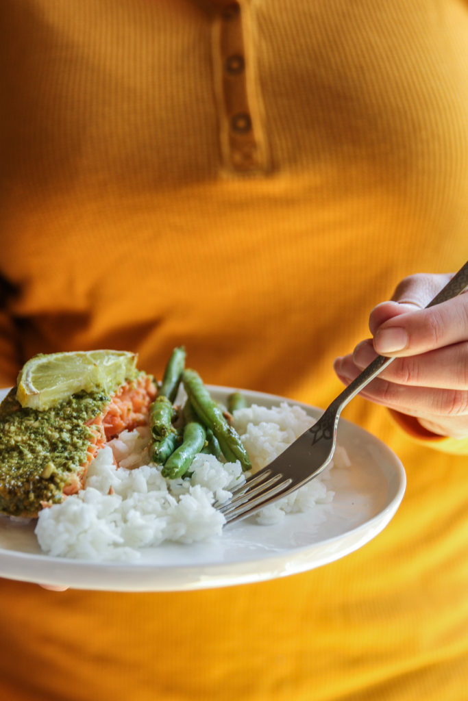 The most delicious pesto salmon with green beans and rice