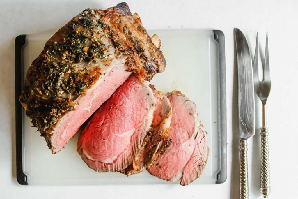 Prime rib roast cooked medium rare