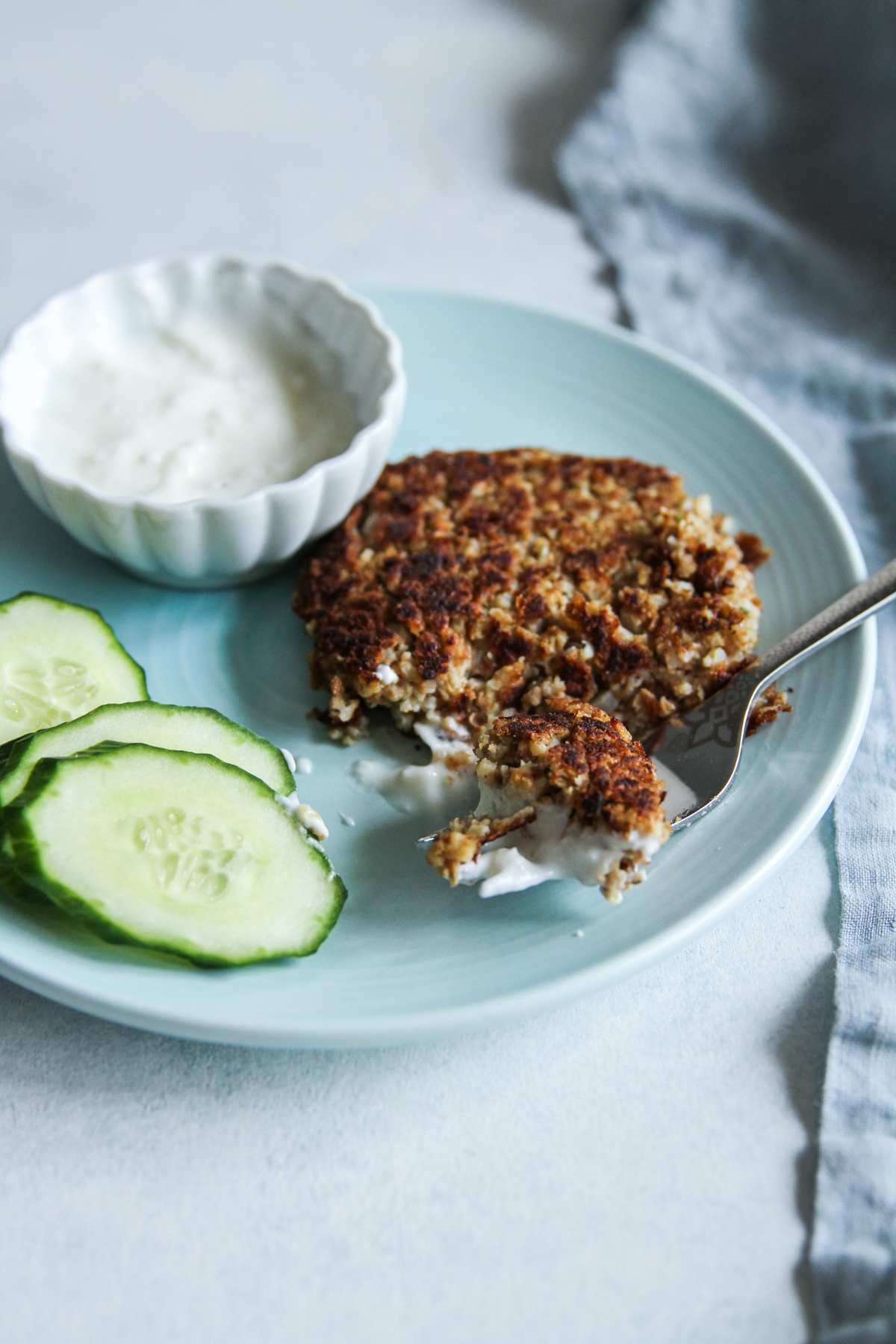 Lentil cauliflower burgers with yogurt sauce