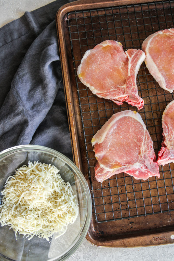 How to make oven baked pork chops with a breadcrumb topping