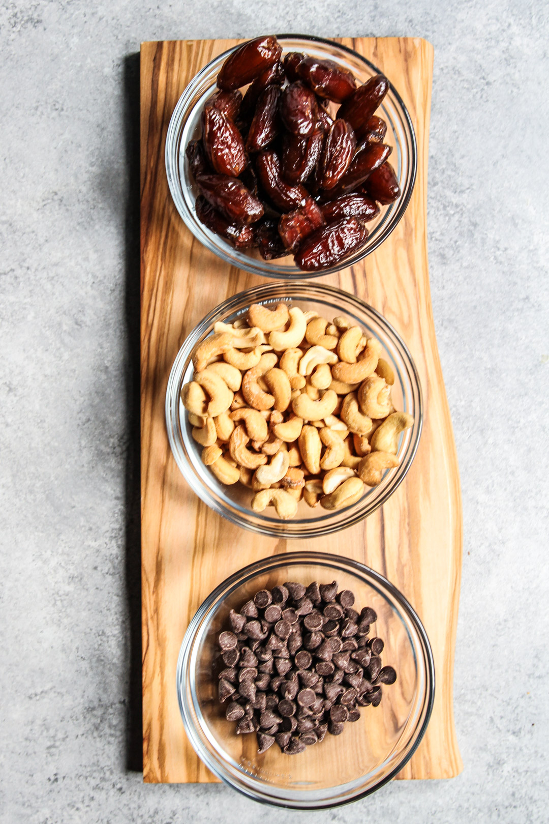 Ingredients used for 3 ingredient cashew snack bars